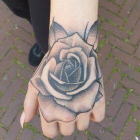 hand roos tattoo