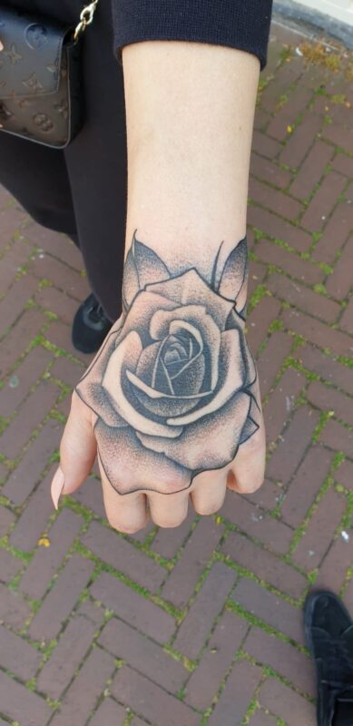 hand roos tattoo